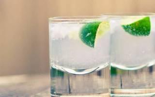 При какой температуре замерзает водка? Может ли замерзнуть в морозильнике или на улице, Про самогон и другие напитки 🍹, Яндекс Дзен