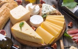 Какие сорта сыра подать к красному, белому, розовому и игристому вину